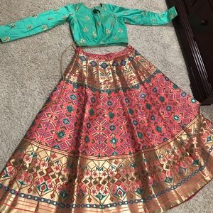 Indian outfit without dupatta